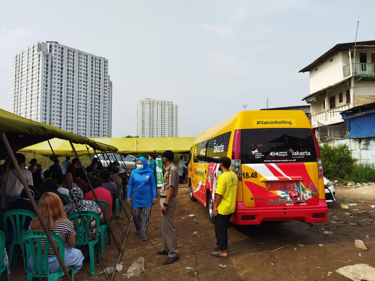 Layanan Mobil Vaksinasi Keliling Jangkau Warga Kampung Marina RW 017 Penjaringan