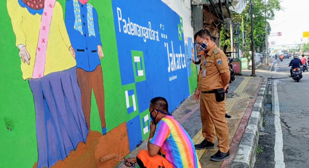 Sambut HUT Jakarta Dan Edukasi Warga, Kelurahan Pademangan Barat Lukis Mural Di Gunung Sahari