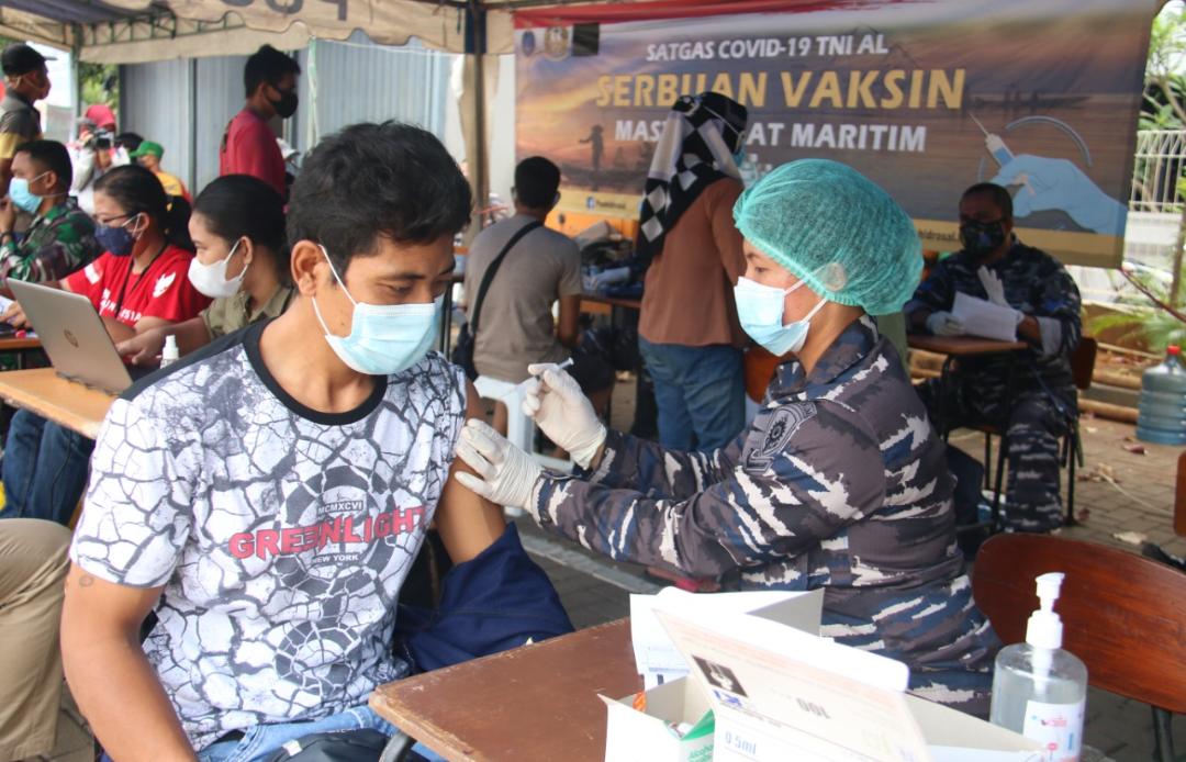 Lakukan Percepatan Vaksinasi, Warga RW 7 Kelurahan Sunter Agung Berkolaborasi Dengan Pushidros AL