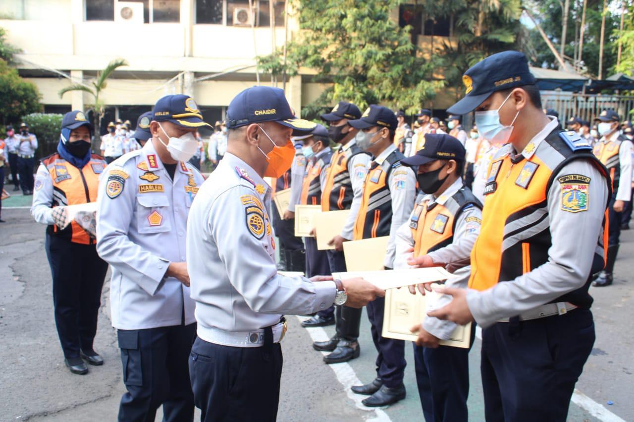 Berdedikasi Penuh Tanggung Jawab, Sepuluh Petugas Sudin Perhubungan Jakarta Utara Diapresiasi